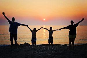 Tryg tilknytningsform får man, når man vokser op i en familie med masser af støtte og kærlighed.